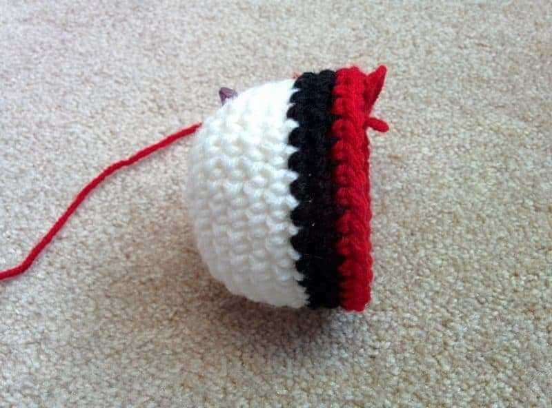 crochet-ball-pokeballs-5
